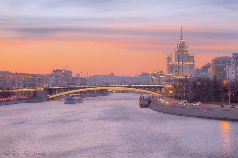 москва, вечер, высотка, река, мост, закат Московский вечер фото превью