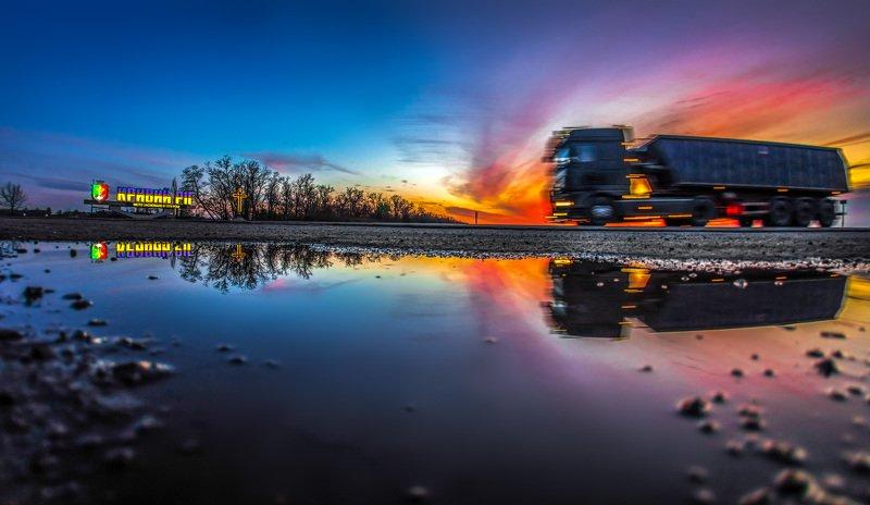 панорама, пейзаж, отражения, облака, небо, тучи, закат, ночь, авто, дорога Город ждет...photo preview
