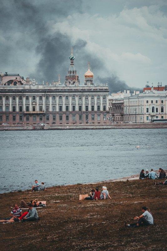 нева, безразличие, дым, люди, пожар, река indifferencephoto preview