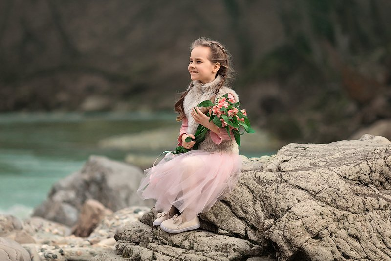 девочка,  детская и семейная фотосессия, детский и семейный фотограф, радость, восторг, счастье, фотосессия, девочка, детское фото, детский фотограф, детское фото, детская фотосессия, весна, речка, красота, смех, улыбка, цветы Восторгphoto preview