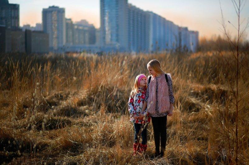 портрет, девочка, весна, город, пейзаж, дом, улица, сестры, сестра, фотография, свет, цвет, жанр Истории из детства. Весна в городе.photo preview