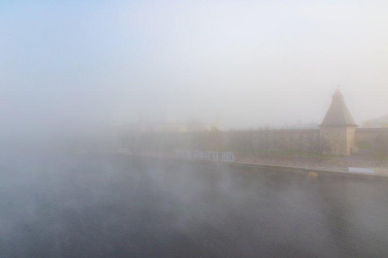 pskov, pleskau, псков, церковь, landscape, pskovregion, кремль, kremlin, fog, туман, река, river Утонул в тумане городphoto preview