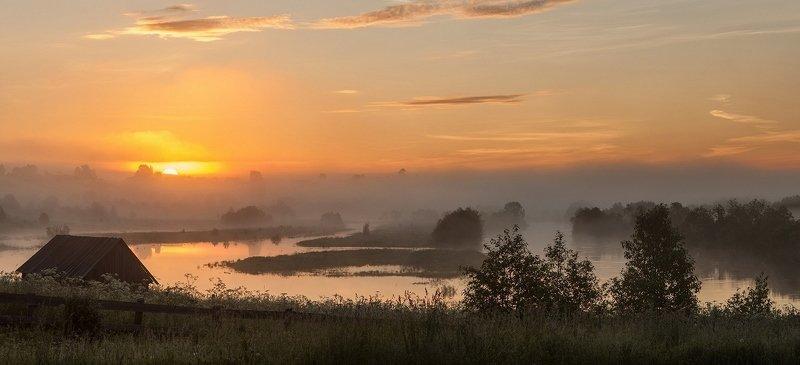 вологодская область, станция вожега, река вожега, деревня коневка, утро, восход Разлив реки Вожегаphoto preview