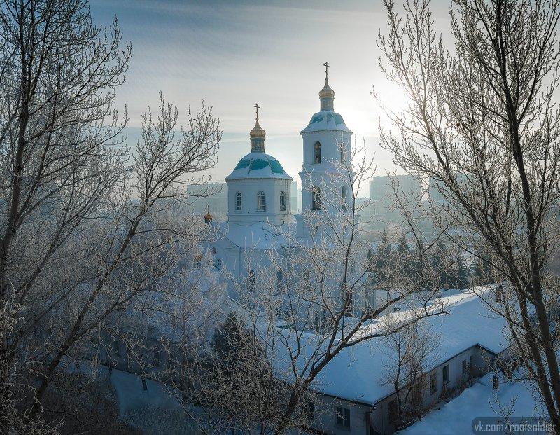 Омск, Россия, иней, мороз, зима, город, пейзаж, крыша, церковь Крестовоздвиженскийphoto preview