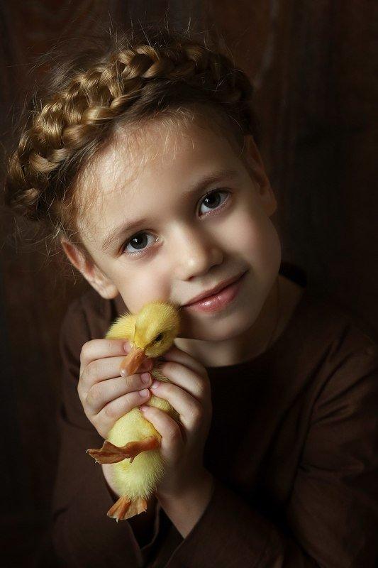 девочка утенок портрет дочка Мой маленький другphoto preview