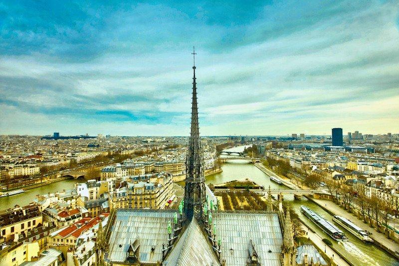 Шпиль собора Нотр-Дам де Пари…. Париж. Францияphoto preview