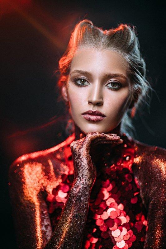 девушка студия красный red Маяphoto preview