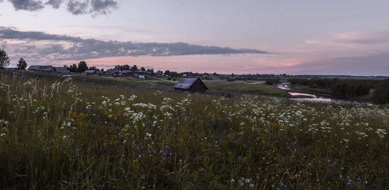 лето,вечер, закат, травы, дома,баня, река Деревенские просторыphoto preview