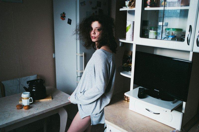 естественный свет, утро, кухня, девушка photo preview