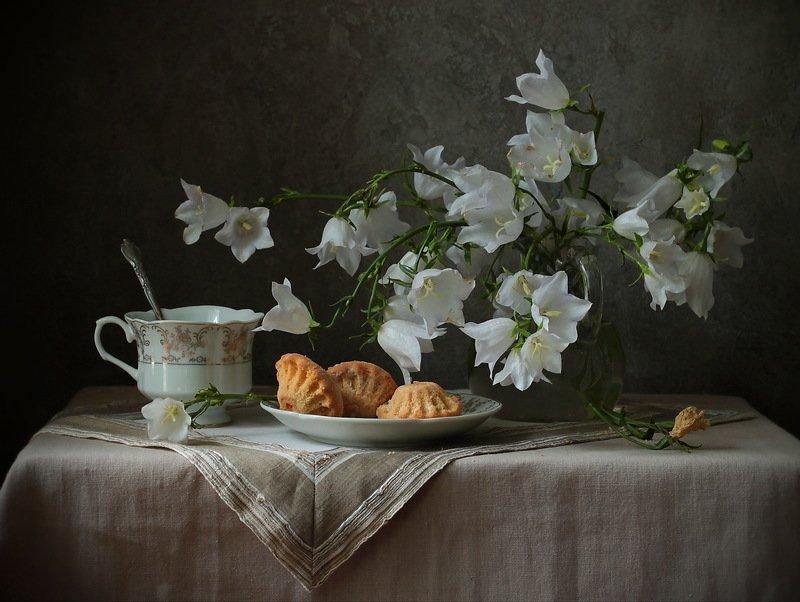 колокольчики ,чашка ,кексики ,букет ,цветы, утро С колокольчиками или доброе утро.photo preview