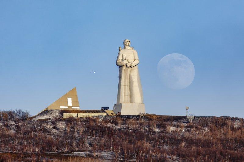 Мурманск, луна, пейзаж Защитникам советского заполярьяphoto preview