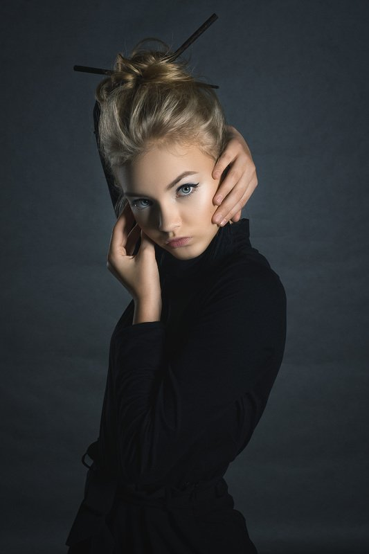 студия, портрет, женский портрет, девушка, глаза, блондинка Экспромтphoto preview