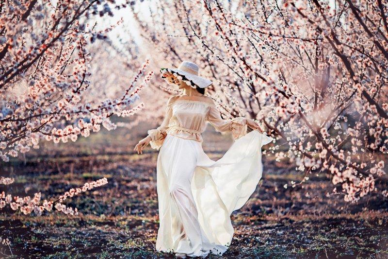 весна, весенняя фотосессия, модель, девушка, нежность, цветы, цветущий сад Веснаphoto preview