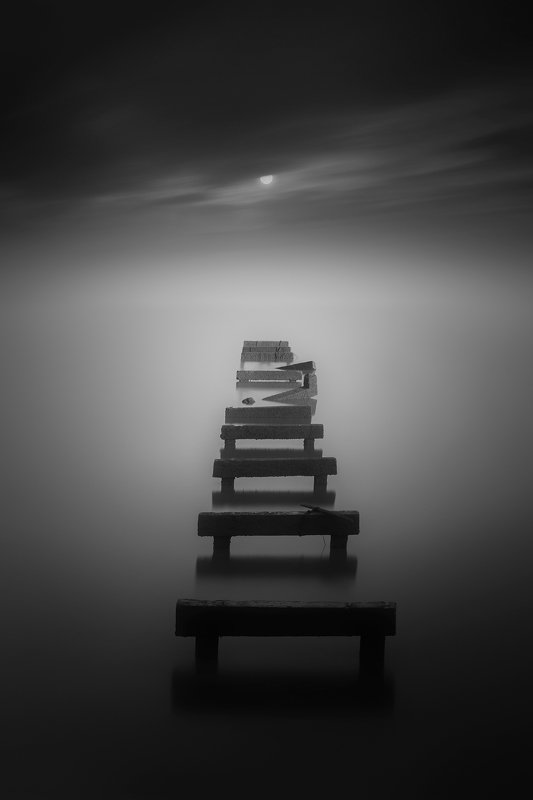 black & white,landscapes,reef,sea,travel,light and shadow,wenzhou,china,moon,night Ladder under the moonlightphoto preview