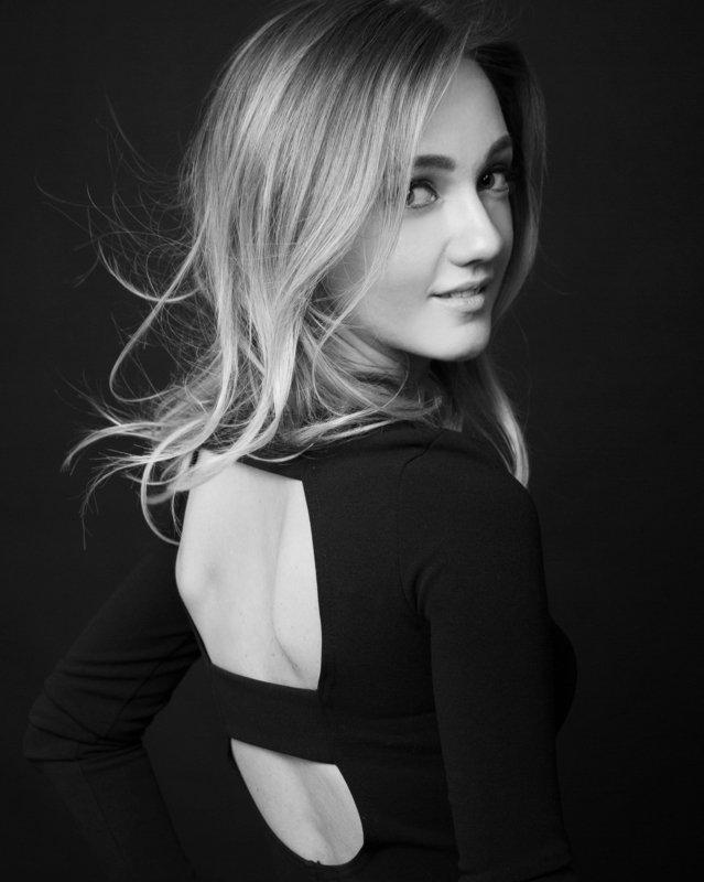 девушка, портрет, женский,  волосы, свет, объем, чб, черно-белый, монохром Ленаphoto preview