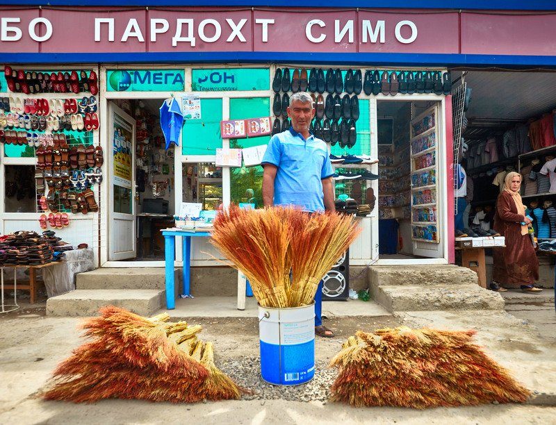 Продавец веников. Куляб. Таджикистанphoto preview