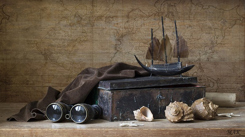 кораблик, бинокль, шкатулка, ракушки О дальних странствияхphoto preview