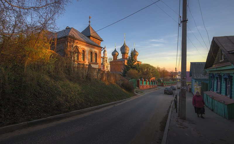 город,архитектура,кострома,улица,вечер,церковь,весна,апрель,старые дома Апрельphoto preview