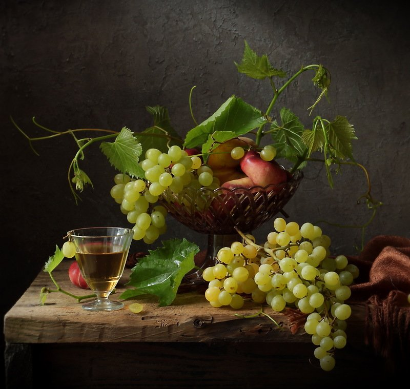 натюрморт, вино, виноград, фрукты с вином и виноградомphoto preview