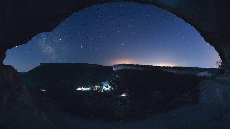 Окно во вселенную. Качи-Кальон, Алимова балка, Бахчисарай.photo preview