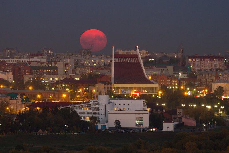 омск, сибирь, россия, городской пейзаж, луна, пейзаж Красная луна над Омскомphoto preview