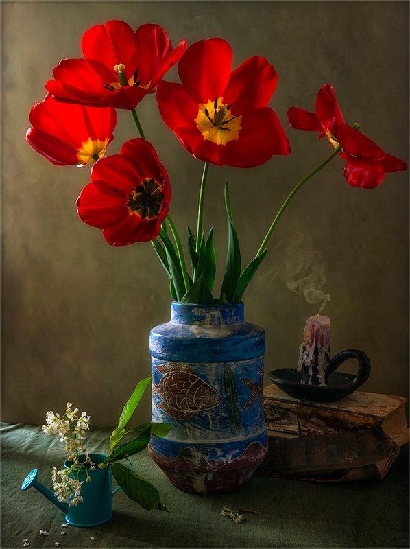 still life, натюрморт,    винтаж,    цветы,   тюльпаны, черемуха, ваза, свеча, дым натюрморт с тюльпанамиphoto preview