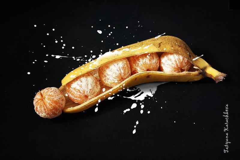 концептуальное, фрукты, банан, мандарины Генная инженерияphoto preview