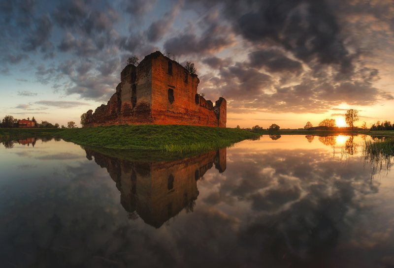 ruins, sunset, castle, reflections, poland, landscape, sky,  clouds The Ruins of the Castle in Besiekieryphoto preview