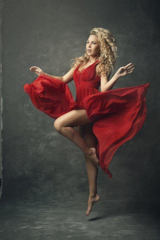 модель, свет, тело, дым, танец, ноги, красный, серый, фон, полет photo preview