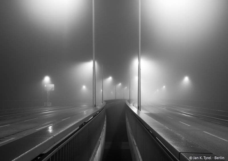 #berlin, nightphotography, fog, foggy, longexposure, Берлин, чб, monochrome, bnw, Чёрно-белая, ночная фотография Berlin Hinterland Seriesphoto preview