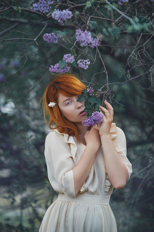 весна девушка Сиреньphoto preview