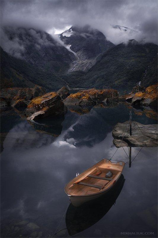 norway, odda. Не одинокая лодка...photo preview