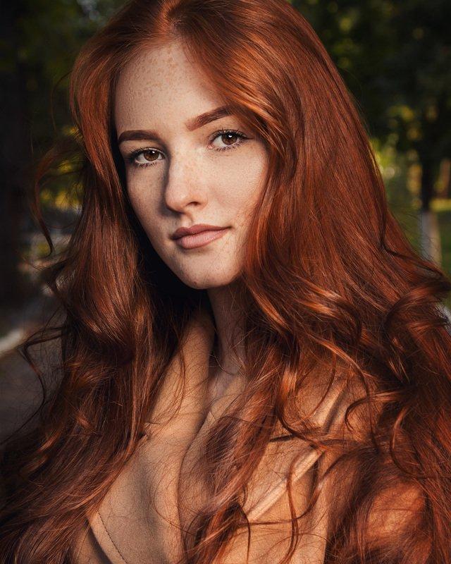 девушка, рыжая, цвет волос, лицо, глаза, веснушки, улыбка Янаphoto preview