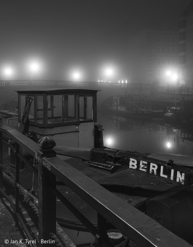 #berlin, nightphotography, fog, foggy, longexposure, Берлин, чб, monochrome, bnw, Чёрно-белая, ночная фотография Berlin: Inner City - historic harbor (Fischerkiez / Fischerinsel)photo preview