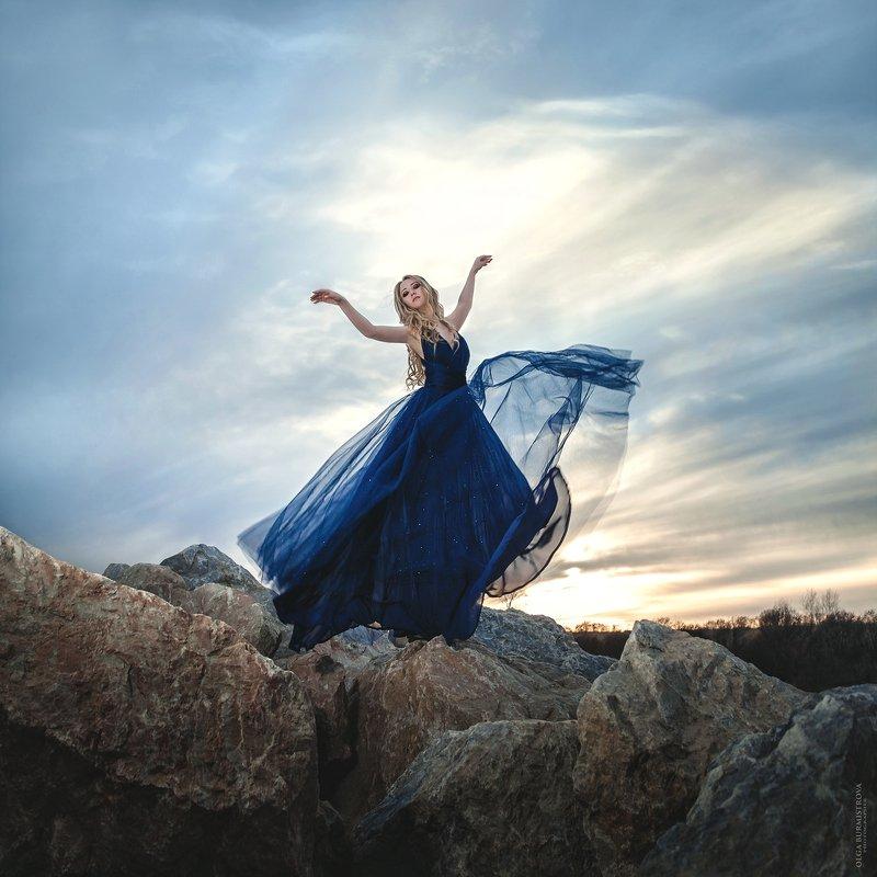 танцы, контровой свет, фото на берегу, летящее платье, закат, танцовщица, невеста ветра, фото в образе Невеста ветраphoto preview