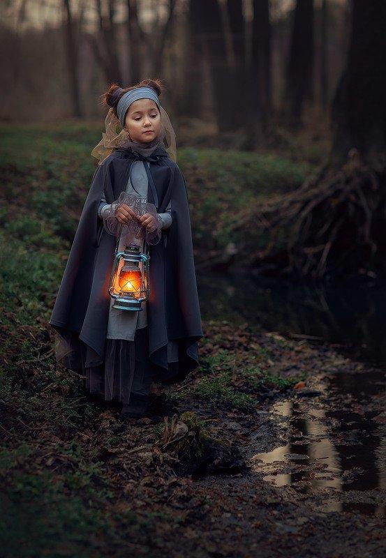 детская фотосессия, детство, волшебство, вечерняя фотосессия, В лесуphoto preview