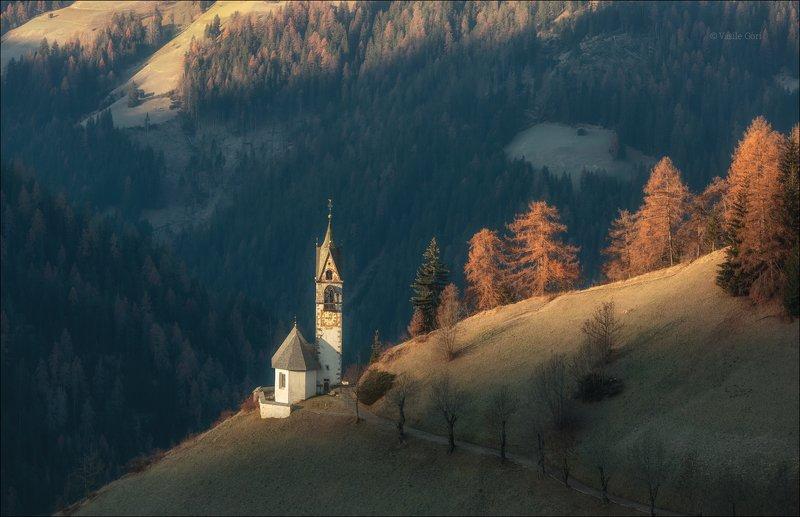 la valle wengen,доломиты,италия,сельский пейзаж,церквушка, санта барбара,толпей Первые лучи... фото превью