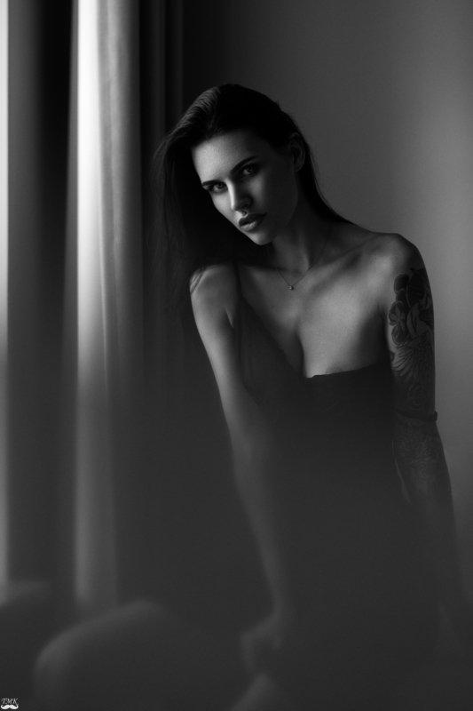 bw, black and white, monochrome, portrait, nikon, d810, people, mood, moody, dark, look, tattoo, girl, woman, style Vestinaphoto preview