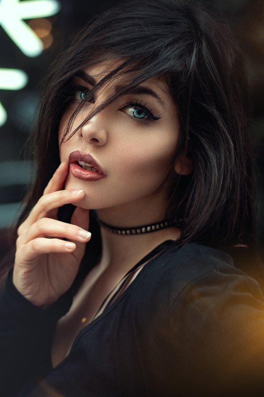 potrait, fashion, blue, eyes, brown, girl, woman, styling, moment Topazphoto preview