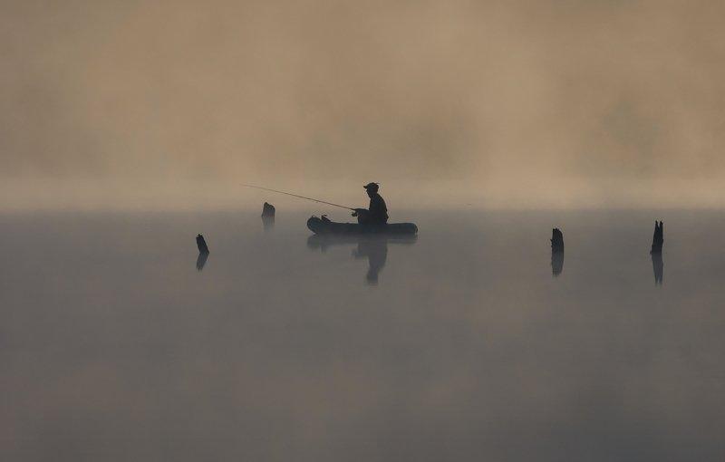 рыбалка осень озеро река рыбак рассвет Тишинаphoto preview