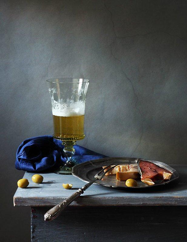 Пиво, рыбка и оливкиphoto preview