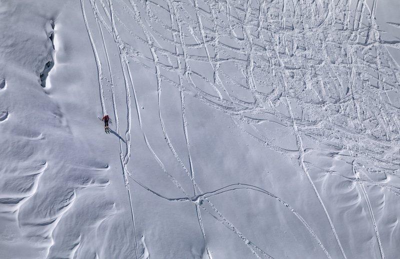 горы, спуск, снег внизphoto preview