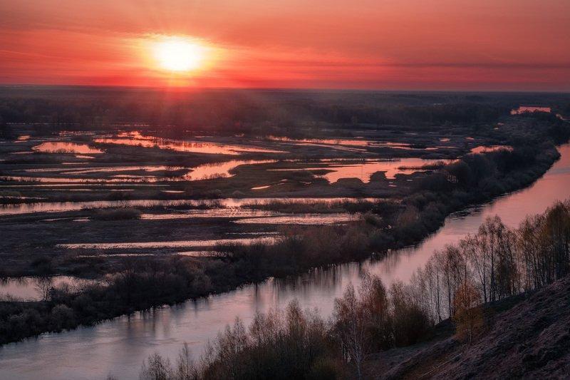 вязники, клязьма, река, утро, рассвет, пейзаж, небо, багровое, дымка, путешествие, сцена, вид Рассвет над разлившейся Клязьмойphoto preview
