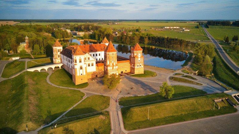 беларусь, весна, вечер, закат, замки, май Мирский замокphoto preview