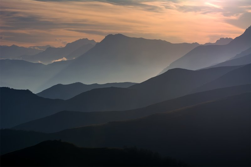 природа, пейзаж, горы, кавказ, природа россии, дикая природа, закат, свет, облака, вечер, весна, Погружаясь в сонphoto preview