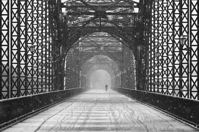 bridge, snow, biker, lantern, way urban, street old harburg bridgephoto preview