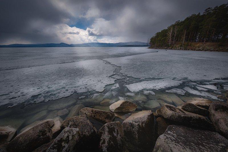 тургояк, миасс, урал, пейзаж, озеро, снег, лед, апрель, холод, небо, настроение, пасмурно Суровый апрель на Тургоякеphoto preview
