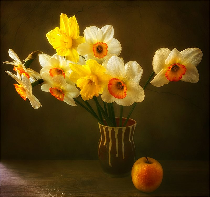 still life, натюрморт,    винтаж,    цветы,   нарциссы, яблоко, еда, капли натюрморт с букетом нарциссовphoto preview