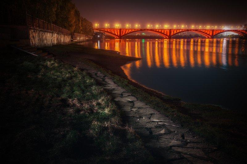 пейзаж, город, архитектура, набережная, мост, коммунальный, подсветка, свет, блик, отражение, ночь, берег, тропа, трава, енисей, красноярск, река, камни Экологическая тропаphoto preview