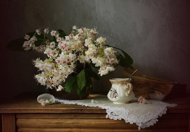 натюрморт, весна, каштан, цветы,книга, чашка с каштаномphoto preview